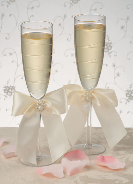 Charming Pearls Champagne Wedding Toasting Glasses