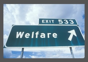an argument that the government should help mothers with welfare Arguments for and against increasing welfare benefits readers question: should the government provide more welfare support programs such as child tax benefit and unemployment insurance in order to decrease it is important children are not too adversely affected by the choices of their parents.