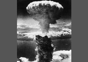 an analysis of the use of atomic bombs in world war ii Though the bombings of japan remain the only wartime use of nuclear weapons, since 1945 the threat of nuclear war has loomed over international conflicts, promising a level of prompt and utter destruction never before seen in the world.